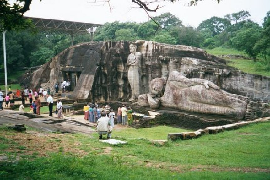 tourism in sri lanka essay Travel and tourism industry in sri lanka 1 executive summary with over 1,600 km of coastline, sri lanka is well known for its tropical beach resorts and related.